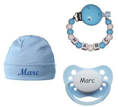 Das Geschenkset mit Babymütze, Schnullerkette und Schnuller mit Namen bestellen
