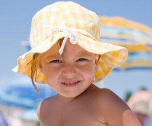 Basic der Babykleidung für den Sonnen-Sommer