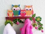 Die farbenfrohe Kindergarderobe aus Holz