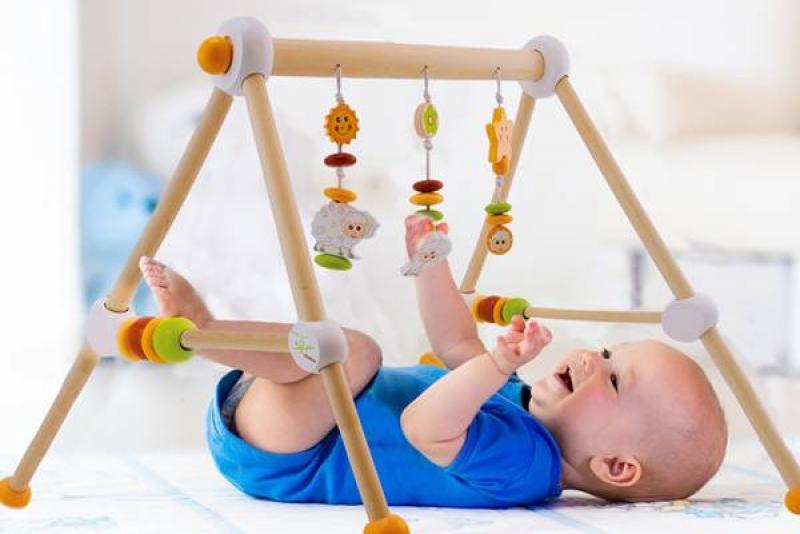 Spielzeug für das Baby im ersten Lebensjahr Wunschfee