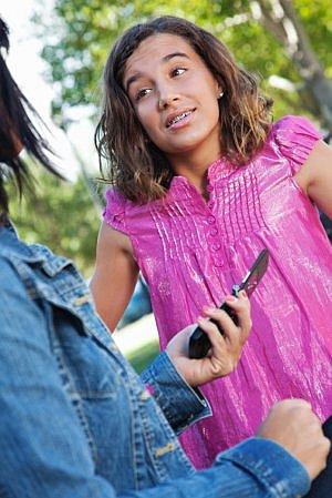 Die Diskussionen um das erste eigene Smartphone beginnen immer früher.