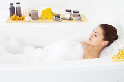 Ein entspannendes Bad kann manchmal wahre Wunder bewirken.