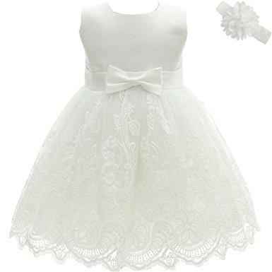 Das wunderschöne, weiße Taufkleid mit Blumenstickerei bestellen